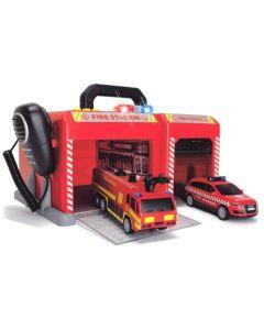 SOS brannstasjon med brannbil og utrykningskjøretøy